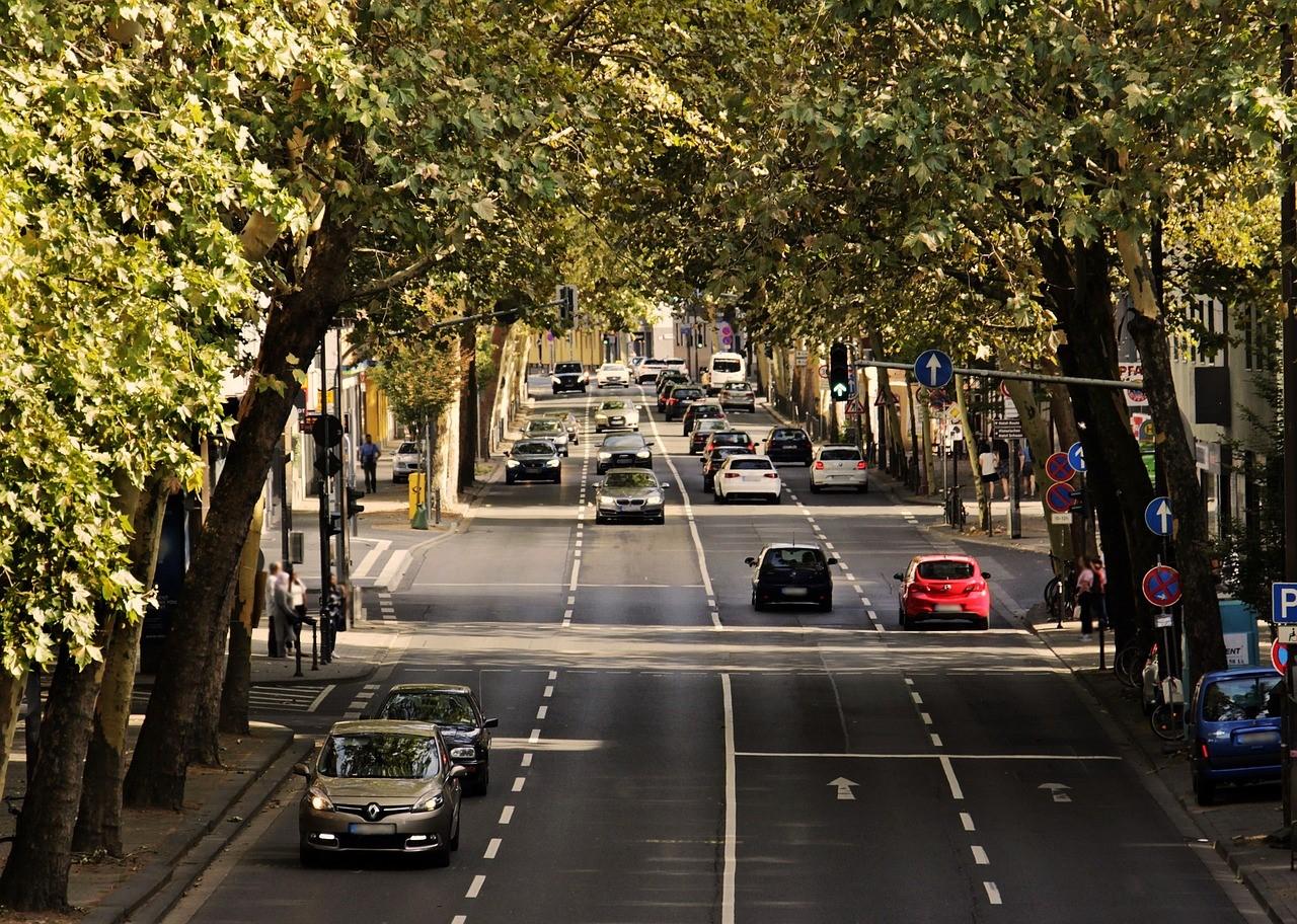 imagen que contiene carretera, vehículo